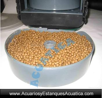 alimentador-automatico-estanque-acuario-kois-pellets-pila-jardin-prodac-magic-food-tambor.jpg